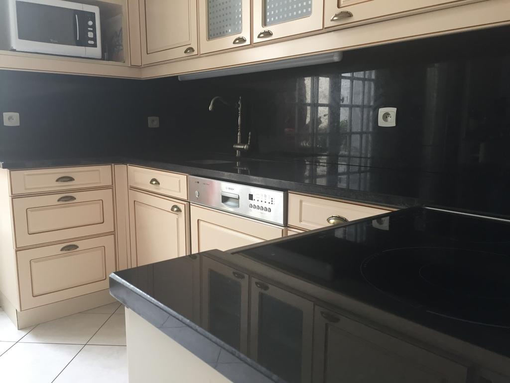 tous nos plans de travail de cuisine sont en granit issus. Black Bedroom Furniture Sets. Home Design Ideas